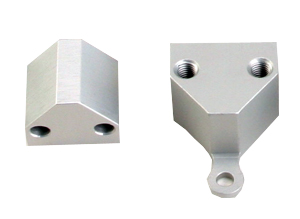 98136  BILLET 90-DEGREE ANGLE MOUNT BRACKET FOR 98000 SERIES LINEAR ACTUATORS WITH INTERNAL MOTORS